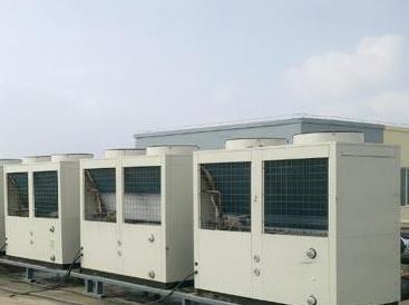 温泉中心选择超低温热泵采暖